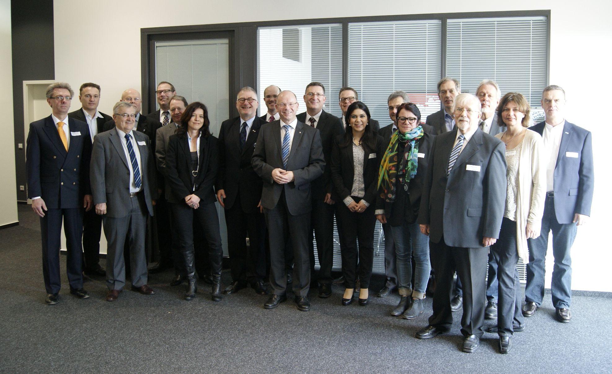 DNB-Mitglieder als Gäste der LÜCK Gruppe in Gießen, gemeinsam mit dem Geschäftsführer Udo Lück (Mitte).